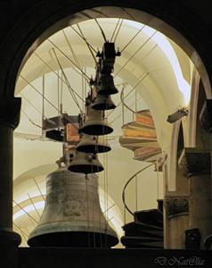 ...А над Землей звонят колокола...
